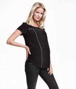 H&M MAMA Glitterende blouse: €19,99